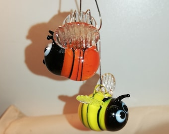 Bumblebee bee made of glass for hanging, hanging and as a fridge magnet