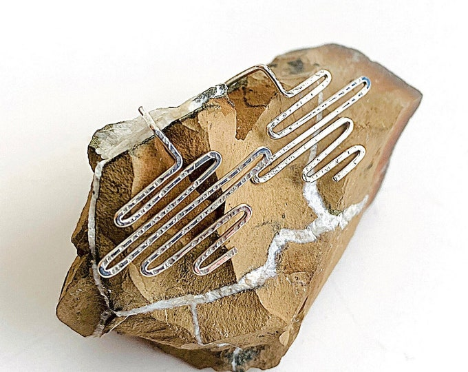 Zig zag silver earrings, wavy squiggle earrings, Sterling Silver hammered artisan earrings, minimalist stud earrings, unusual jewelry