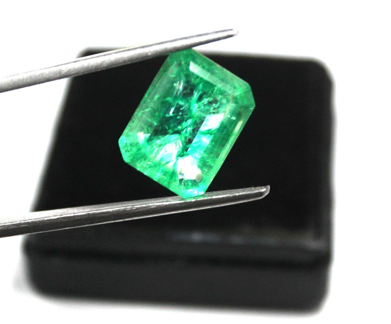 Gemstone From Colombia ! VM1134 Panna 8.00 Carat Natural Certified Attractive Emerald Shape 14 x 11 mm Green Emerald