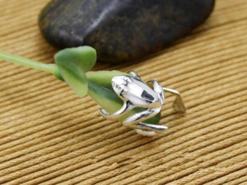 Cuff Ear Clip Wrap Earring Fashionable Silver Tone Frog