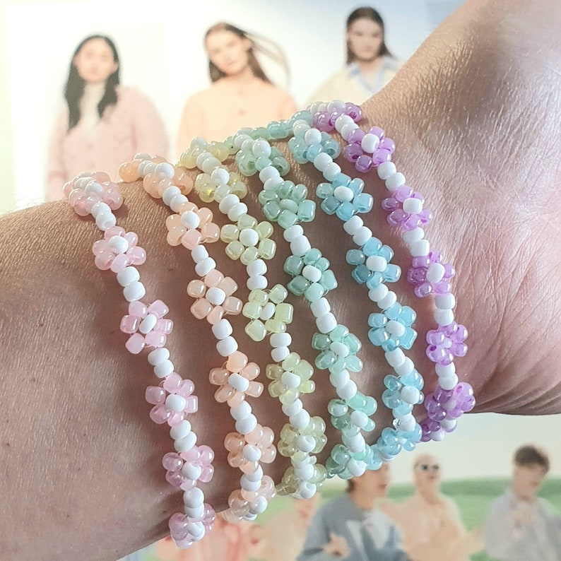 Mother day gift gift for woman Trendy Korean fashion Daisy flower bead bracelet pastel colors personalized gift gift for girlfriend