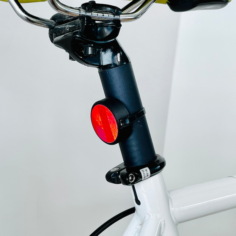 AirTag Bike Mount / Reflector Red