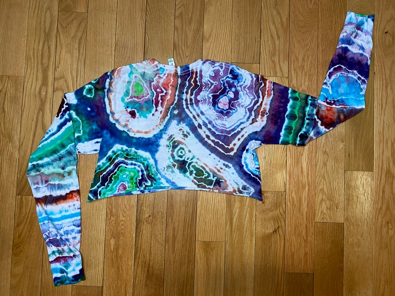 M Cropped Geode Long Sleeve T-Shirt Fits like a S
