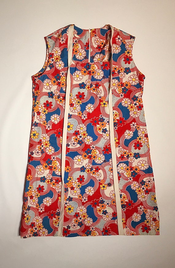Sleeveless 70's Shift Dress