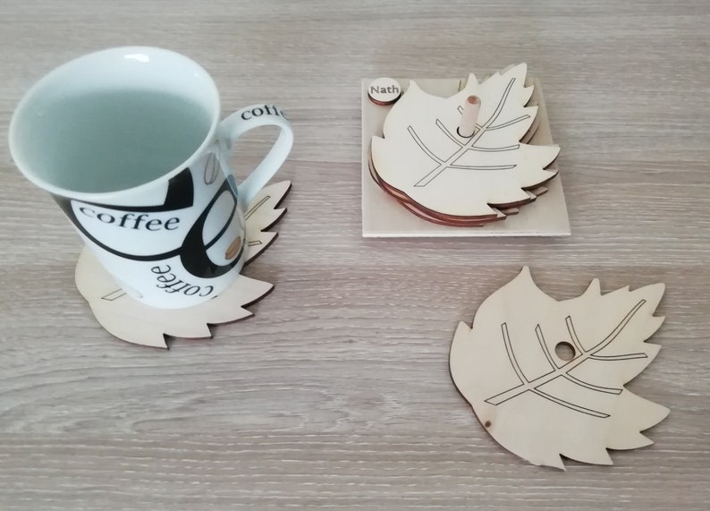 Natural wood under-cup set with customizable support image 0