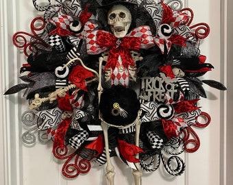 Halloween skeleton wreath, skull wreath, skeleton swag, skull swag, skeleton decor, steampunk, Halloween decorations, Halloween decor, swag