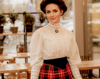 Blouse in edwardian victorian style