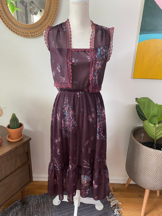 Vintage 1970's two piece plum and floral dress wit