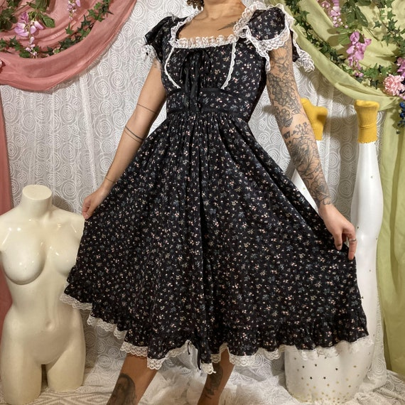 70s Cottagecore Floral Maxi Dress with Lace Detail