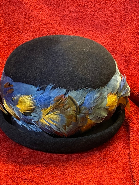 Vintage Cloche Feather band hat