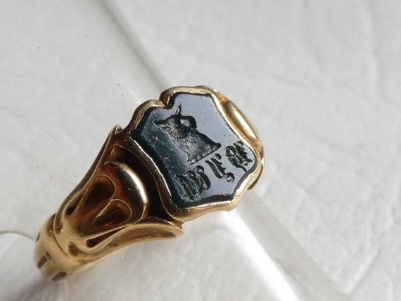 This is a beautiful antique 18ct Yellow Gold Blood