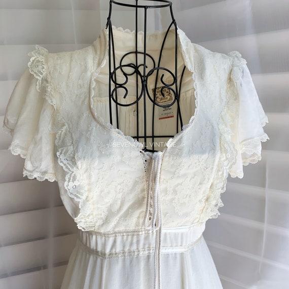 1970s Vintage Gunne Sax Prairie White Mixi Dress-… - image 3