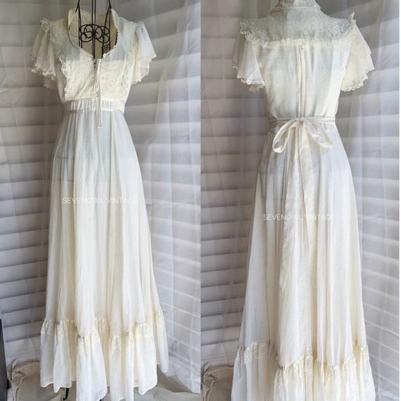 1970s Vintage Gunne Sax Prairie White Mixi Dress-… - image 1