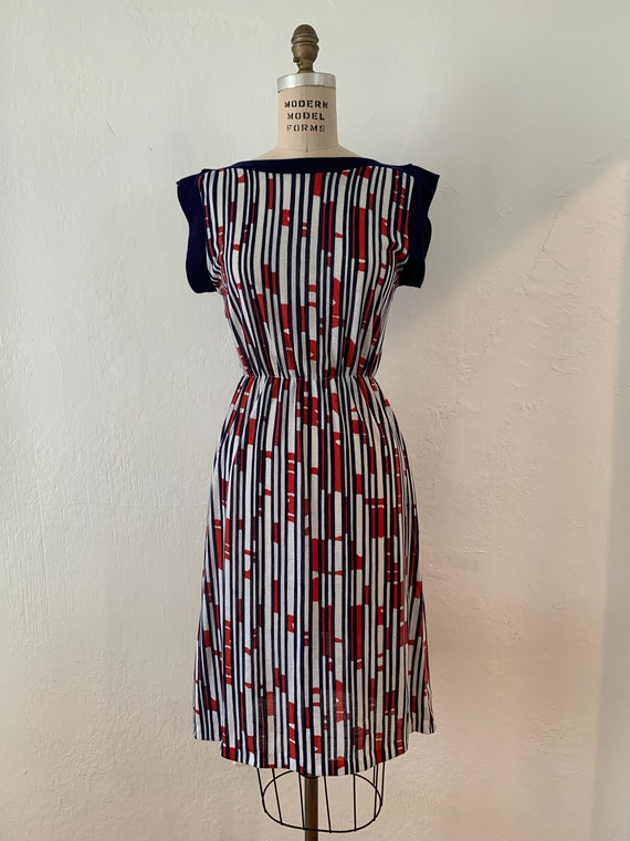 Vintage 70s knit sleeveless dress in abstract vert
