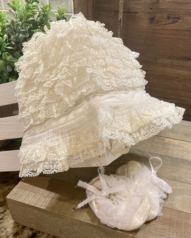 Off White Vintage 1970/'s Lace Baby Bonnet and Booties