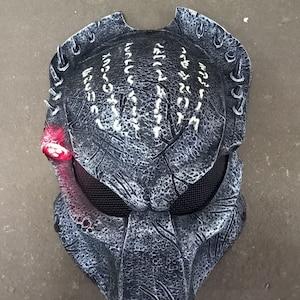 Tracker Predator Movie Black Hair Natural Rubber Helmet Mask Prop Replica 1:1 Full Scale Head Cosplay Costume Accessorie Handmade Quality