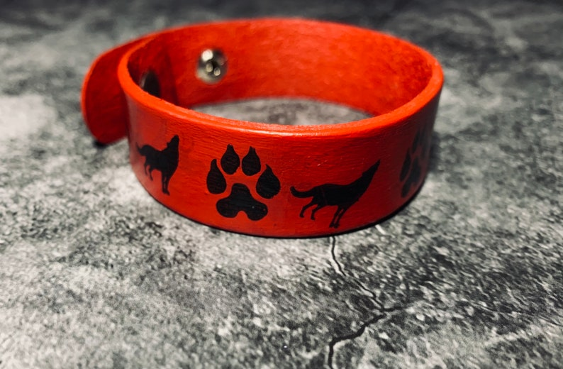 Wolf leather wristband