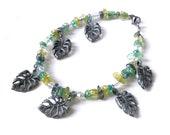 Monstera - beaded glass charm bracelet