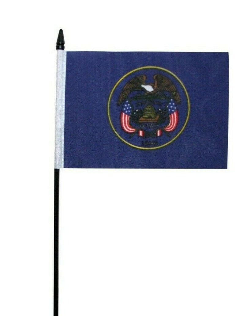 Utah Small Hand Waving Flag US State 6 x 4 Table Flag