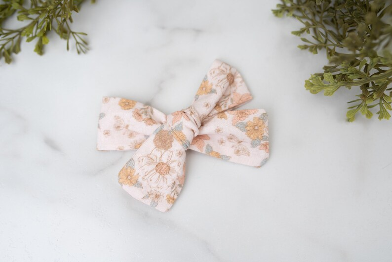 Pink Bow Pink Floral Medium Cotton Fabric Bows Spring Hair Bow Toddler Hair Bow Pink Floral Bow Toddler Bows Girls Hair Bow Baby Bows