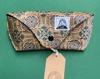 Beautiful glasses case made of cork fabric with head as closure, gift, sustainability, zero waste
