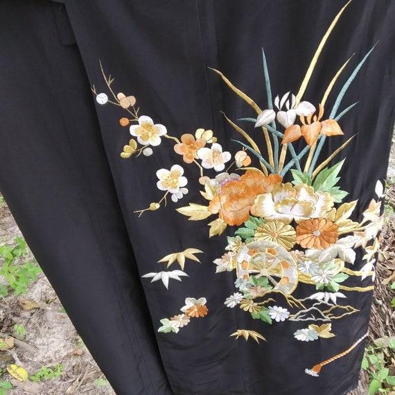 Vintage kimono Japanese embroidered flowers design
