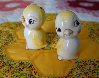 Vintage Old Yellow Birds On A Perch Salt And Pepper Shakers