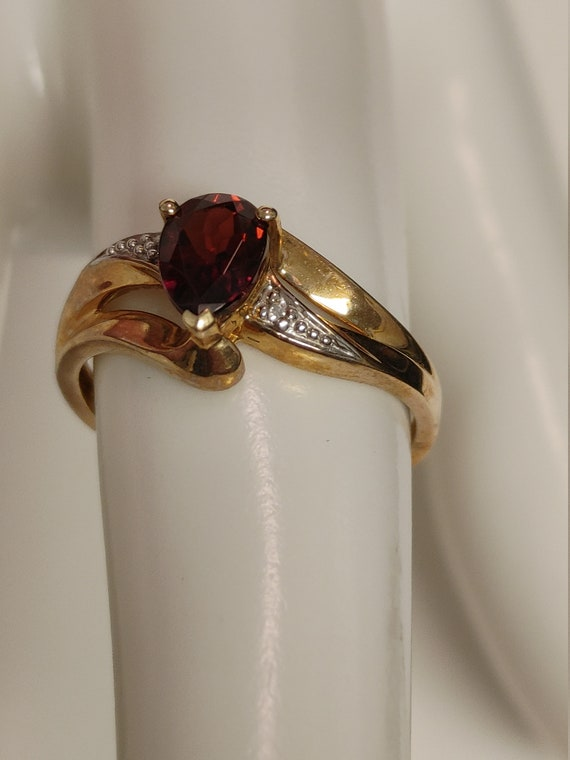 10kt yellow gold garnet ring