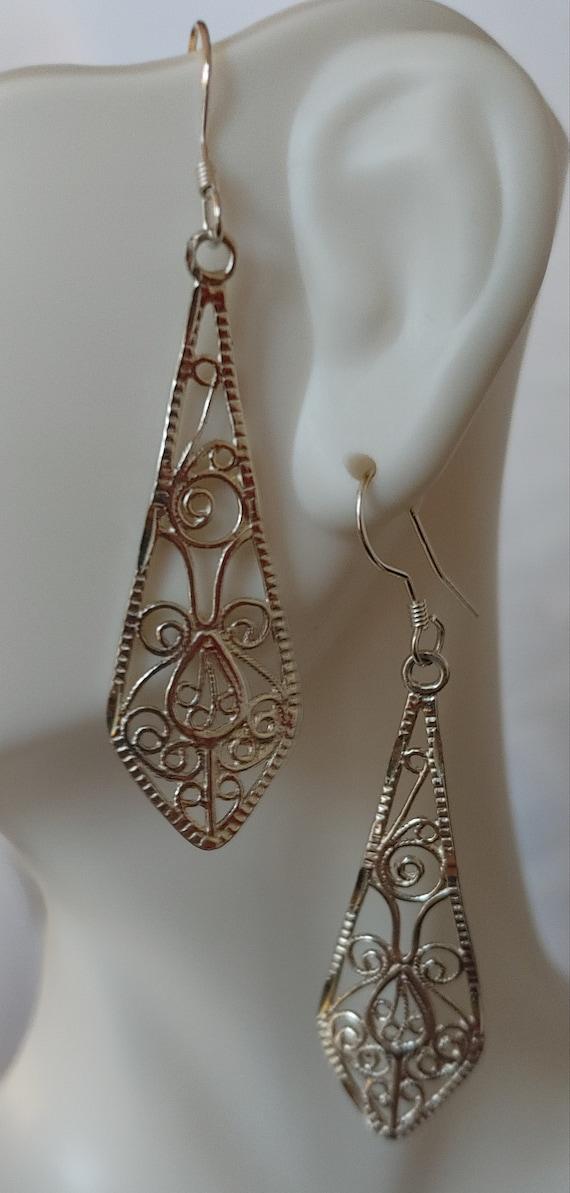 Filigree silver dangle earrings
