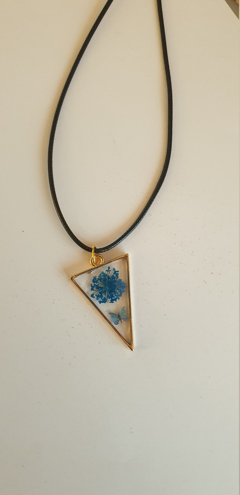 Natural flowers necklace inclusion resin