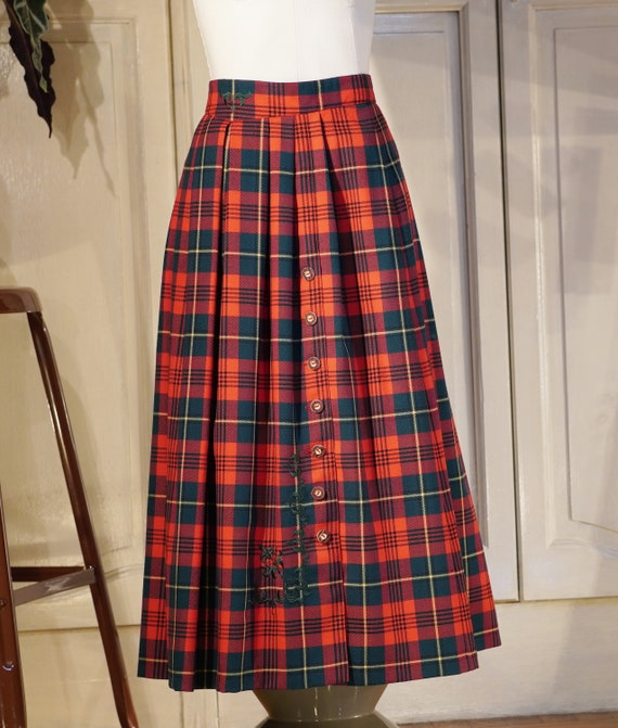Vintage 90s Tartan Woman Pleated Red Embroidered L