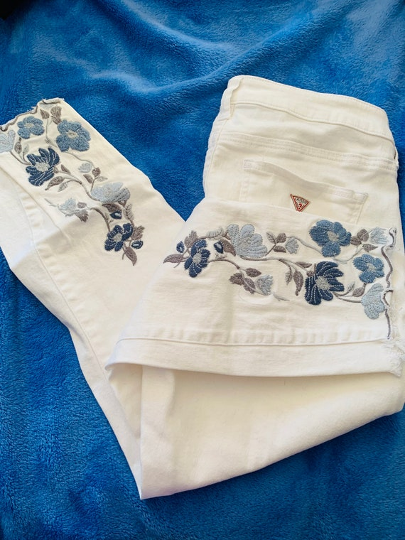 White Embroidered Guess Jeans Sz. 28