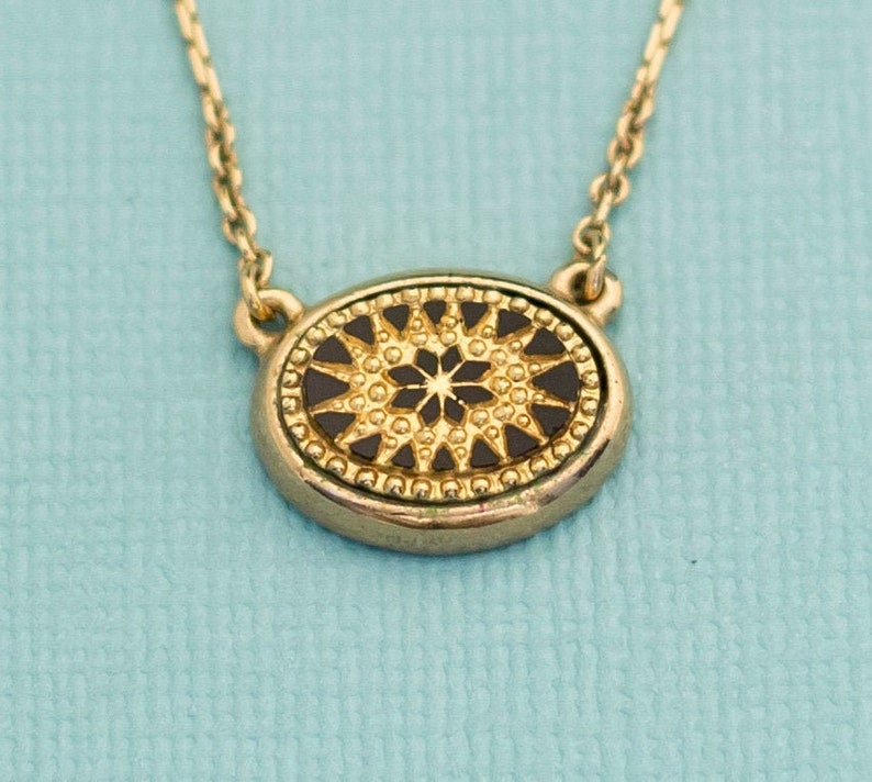 Vintage Gold Pendant Necklace 18 Inches by Avon E11