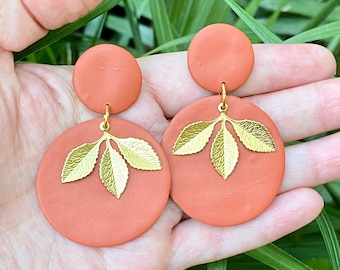 Polymer clay round earrings, Leaf charms, Fall earrings, Autumn earrings, Winter earrings, Trendy earrings, Statement earrings, gift ideas.