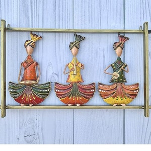 Indian Handmade Iron Painted 3 Lady Musician Showpiece Table Top Home /& Table Decor