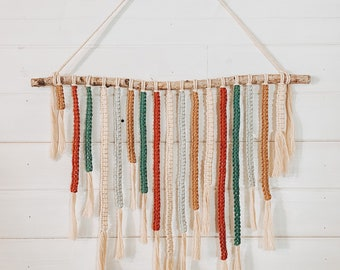 Square Knot Macrame Wall Hanging.