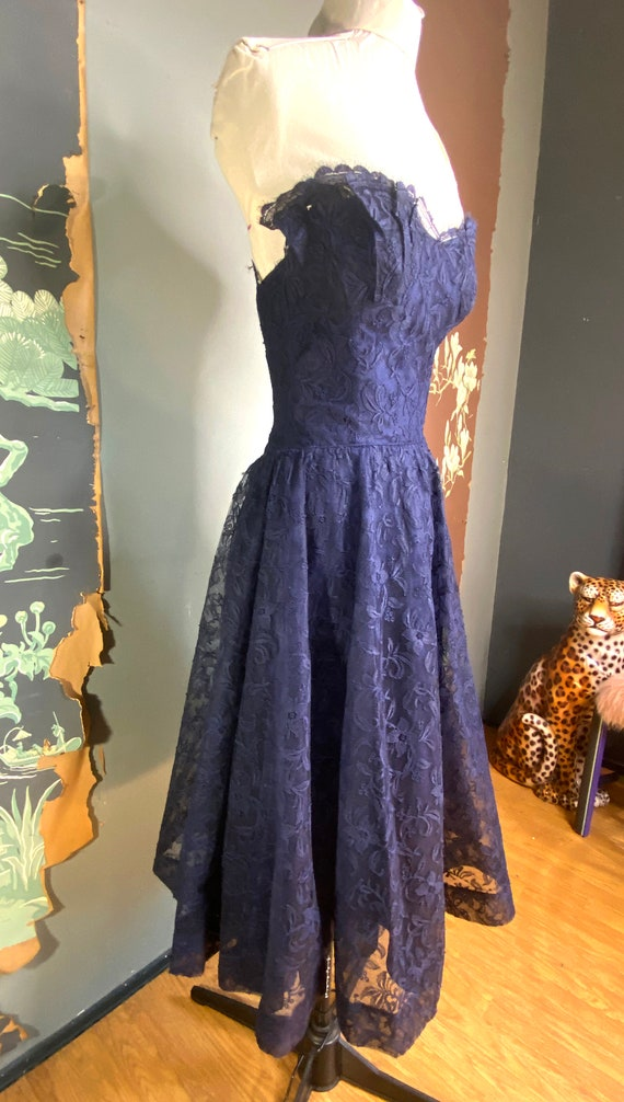 1950s navy blue lace Ceil Chapman cocktail dress - image 3