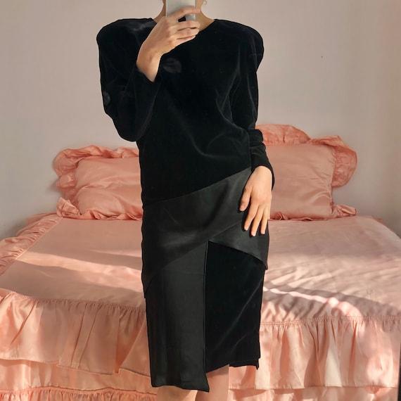 1990 Evening velvet and crepe dress