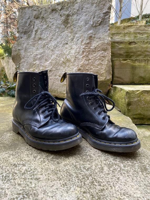 Dr Martens 1460 8 Eye Boots