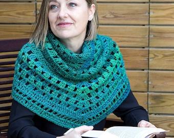 Hand-knitted wool shawl, triangular shawl, crochet shawl, elegant and soft shawl, scarf for women, warm accessory, gift idea, chal tejido