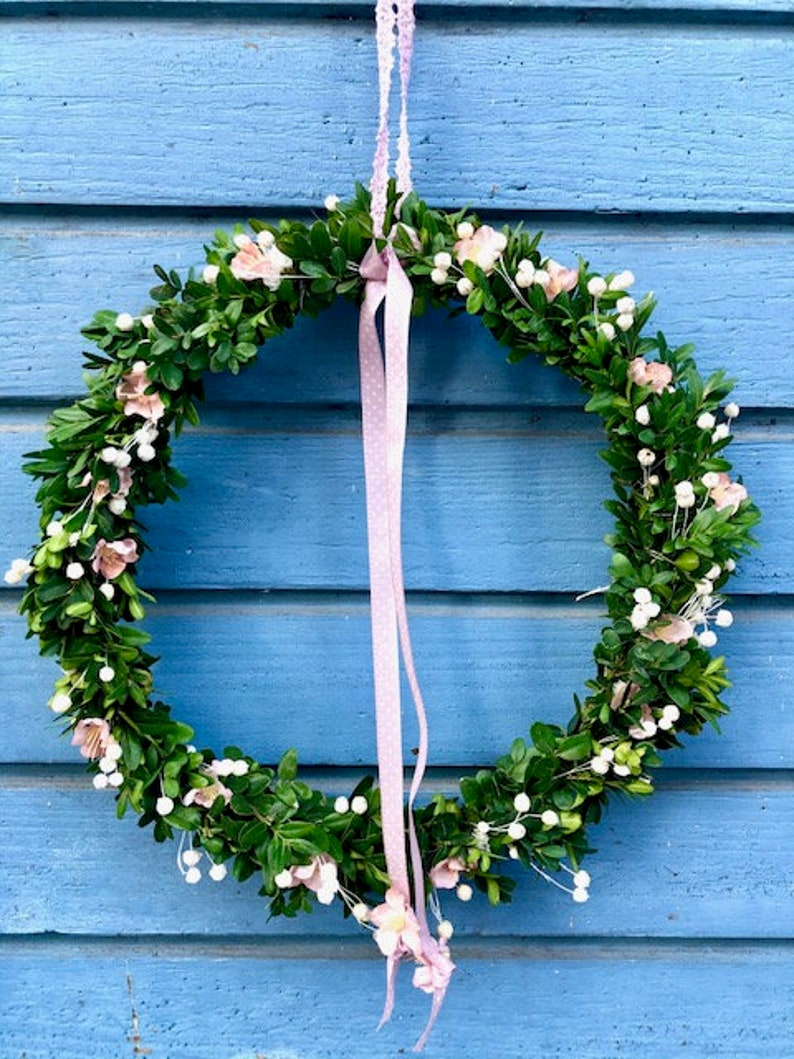 Spring wreath with boxwood image 0