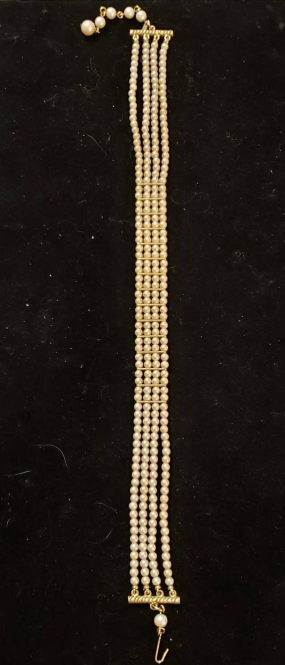 Womans Pearl Choker Necklace