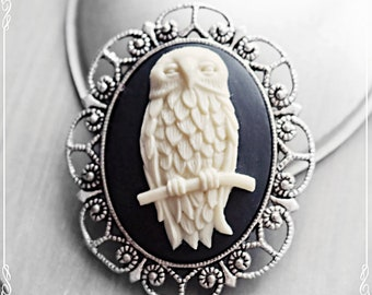 Noble brooch, cameo, snow owl,
