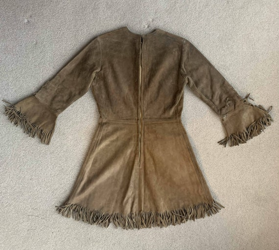 Beautiful Light Suede 1970s fringe mini dress - image 5
