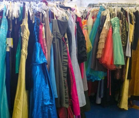 A collection of 100 beautiful prom dresses
