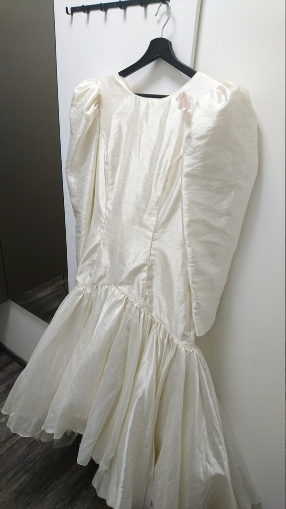 Beautiful Vintage Bridal Puff Shoulders Dress 1980