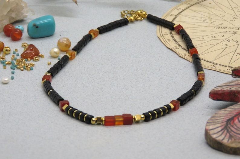 Heishi pearl necklace in onyx and agates