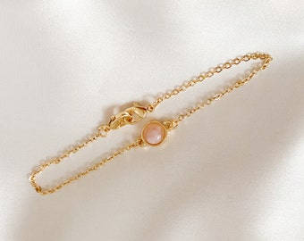 Filigree bracelet with mother-of-pearl stone in pink, gold, simple, elegant