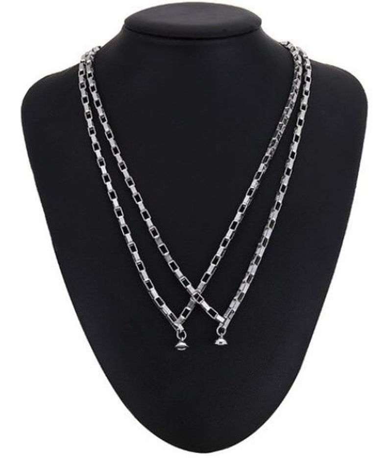 Couple Chains Magnetic Closure