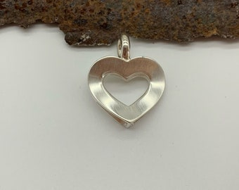 Heart pendant curved